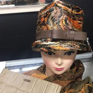 Vintage 60s pillbox hat with leather bow